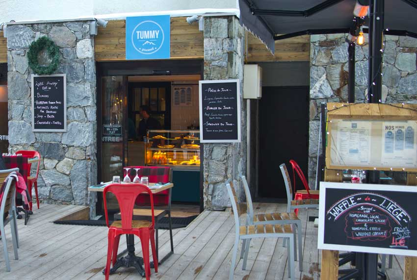 The snack restaurant and bar 'Tummy' in Tignes Val Claret