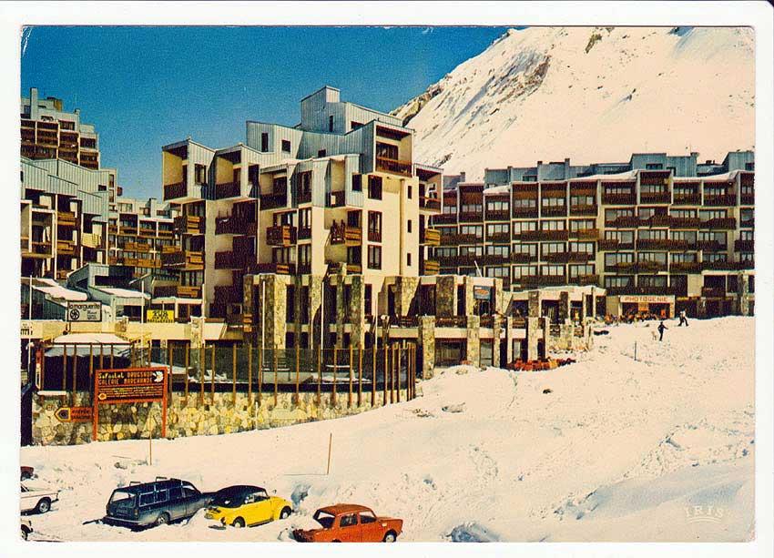 Carte postale, Tignes Val Claret «Dans la station». Années 70.